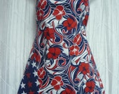 The BETTY Reversible Full Apron in  AMERICANA Hibiscus Flowers and Americana STARS - 0005
