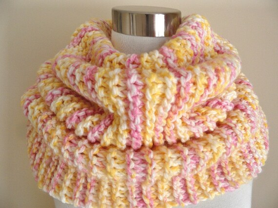 Peaches and Cream Super Soft and Chunky Cowl