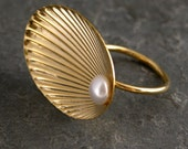 Gold Ring,Gold Pearl Ring ,Gold Seashell Ring With White pearl,Cocktail ring,Statement Ring,Bridal Ring ,Wedding Ring