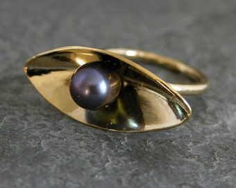 Women's Gift,Gold Ring,Gold Pearl Ring,Statement Piece,Center Stone Ring,Gold Marquise Ring,Simple Minimalist Ring,Black Peacock Pearl