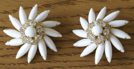 Vintage White Flower Rhinestone Clip Earrings (30% OFF SALE)