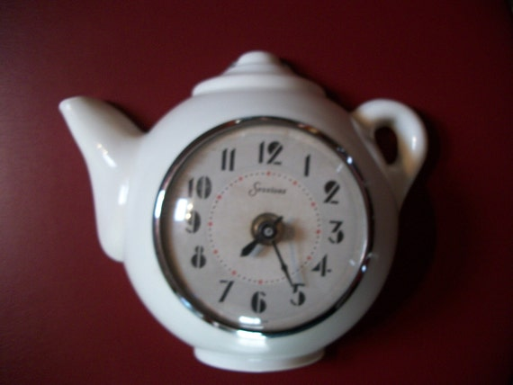 Vintage Sessions Battery Operated Teapot Wall Clock Kitchen