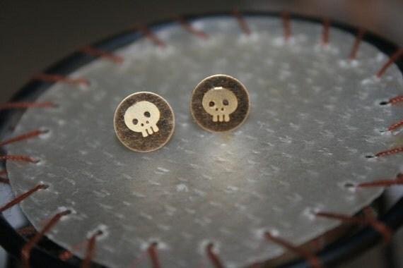 tiny skulls earrings
