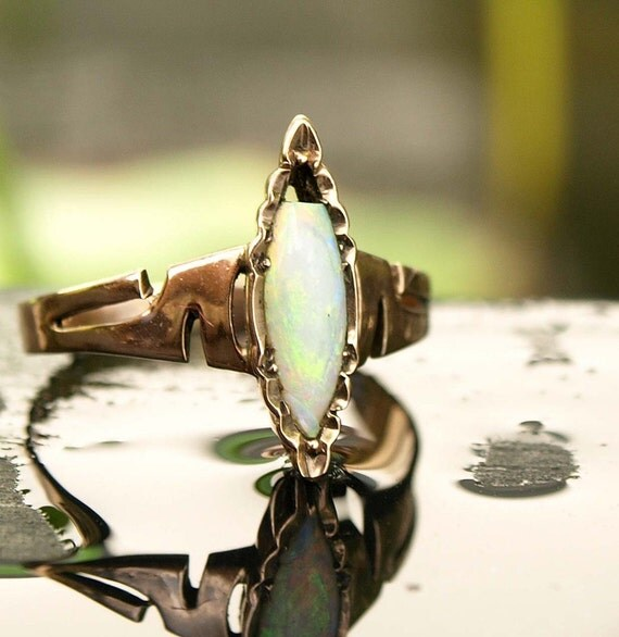 Art Nouveau Ring, Gold, white Opal,  unique and very beautiful