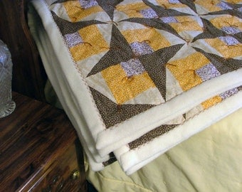Quilt - Fall Colored with Fleece Backing (85in x 96in)