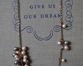 Dwindling Pearl Cluster Necklace