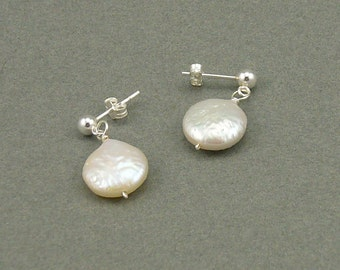Droplet white pearl earrings