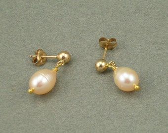 Dragon Tear pearl drop earrings