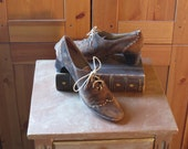 Vintage 60s Barrats Alvarado Suede Lace Up Oxford Pumps. Made in Madrid Spain. Size 8 1/2.