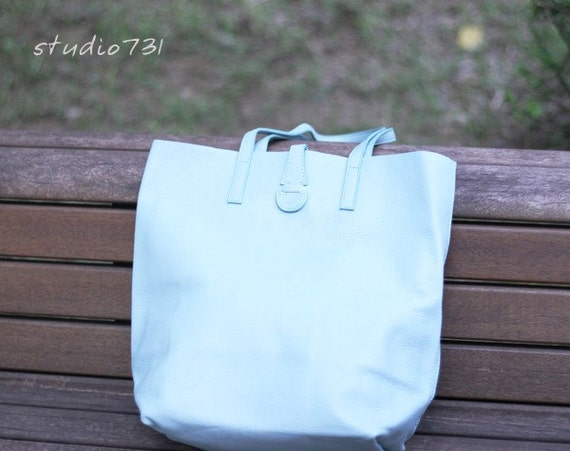 Simple Leather Shoulder Bag - Pale Blue