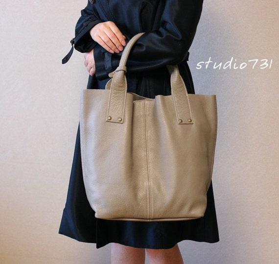 Supple Leather Large Tote Bag - Light Grey