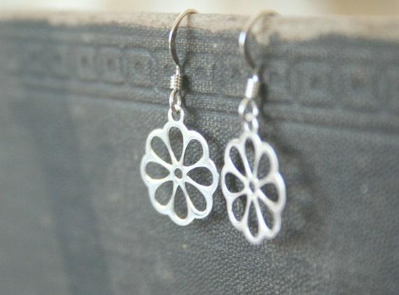 Shining Sterling Silver Daisy Dangle Earrings