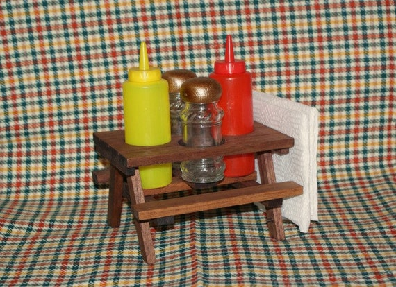 Super cute picnic table condiment set