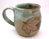 Stoneware Mug with Leaf for Lefties