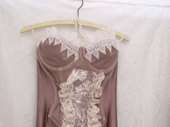 Vtg bronze gold lacy all in one bombshell pin up antiqued 36B