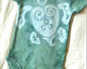 Green Batik Tie Dye Sea Turtle Bodysuit, Size 0-3 mos