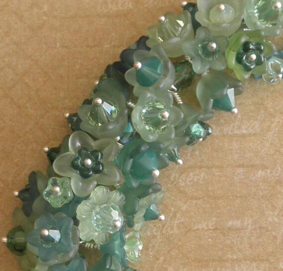 Green flower charm bracelet - Very full