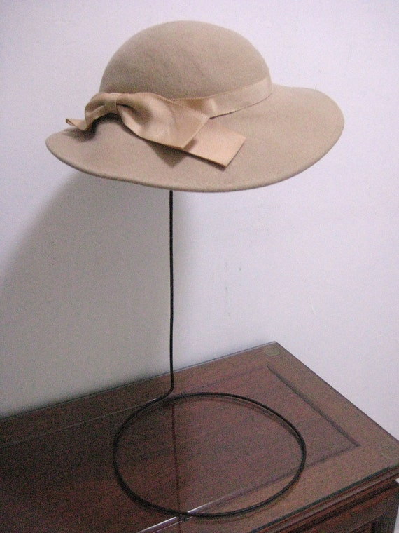Feminine Vintage 1940s Tan Wool Hat  with Tan Pink Ribbon Trim