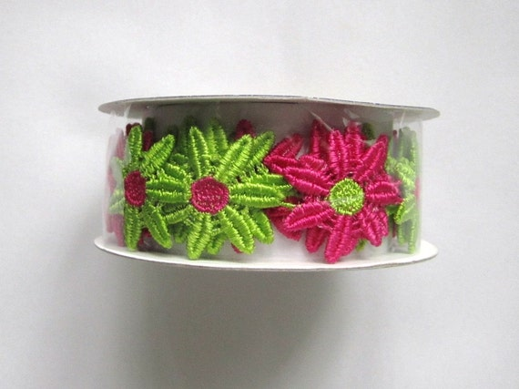 Wrights Creative Classics green/fuschia daisy ribbon trim