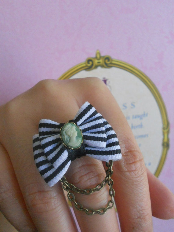 cameo bow ring Vintage, Steampunk and Dolly kei inspired