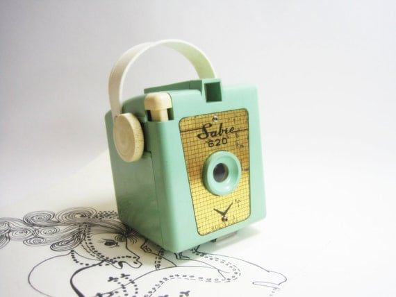 Sabre 620 Vintage Box Camera in Mint Green