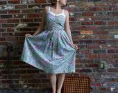 CUTEcutecute 1960s Sun Dress with Bright, Flowery Pattern