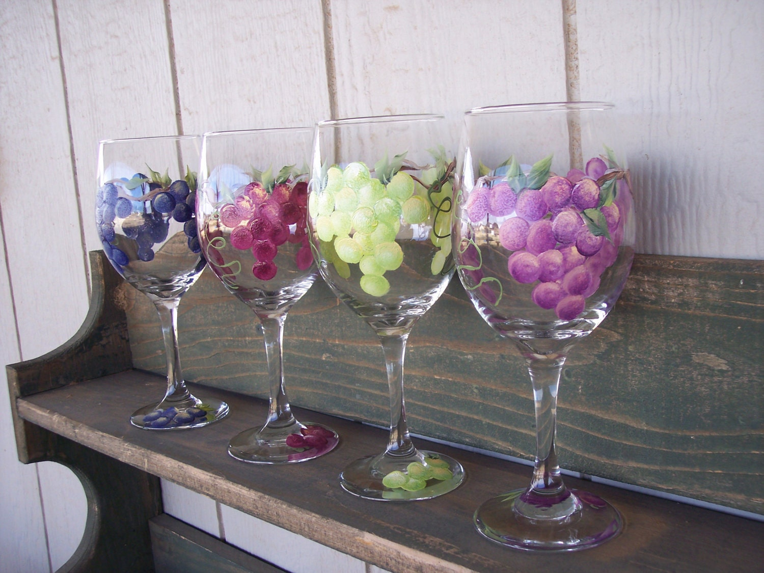 Hand painted wine glasses with grape design set of 4 for Hand painted wine glasses