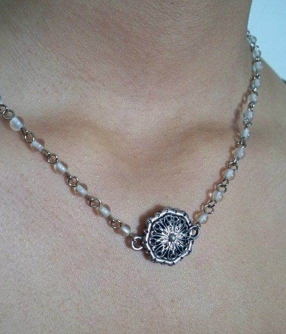 Beaded chain necklace with magnetic pendant clasp