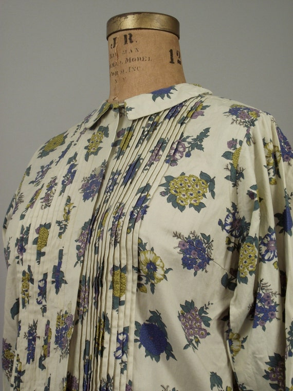 1960s Floral Blouse / Peter Pan Collar / Tuxedo Pin tucks