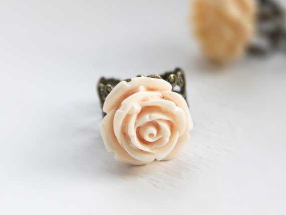 Soft ruffled cream rose ring (teamworldwide europeanstreetteam tt team pcfteam bekind etsyveg team imteam)