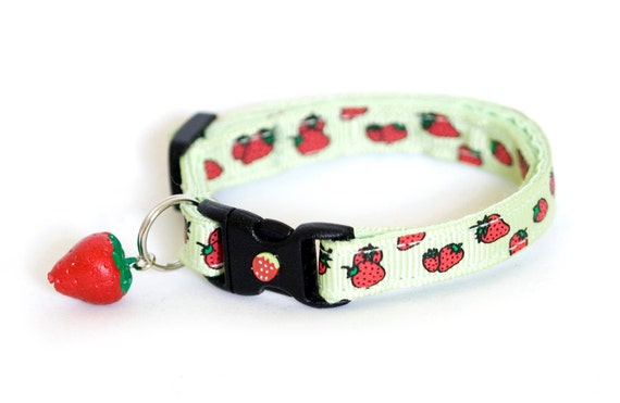 Cat Collar - Strawberries on Green - Small Cat / Kitten Size