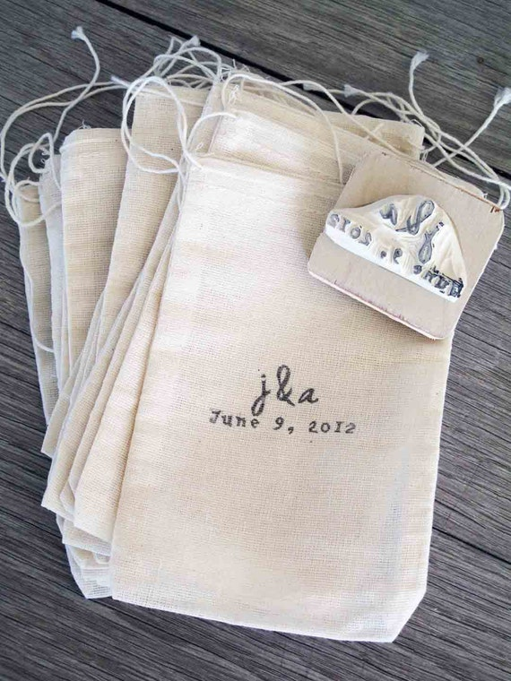 Custom Wedding Favor Bags and Rubber Stamp, Set of 100 bags, Muslin drawstring