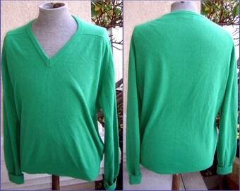 Vtg 70s 80s Irish Kelly GREEN Sweater L - LaMode Du Golf - V Neck Pullover - sooo cuddly soft - Cashmerlon