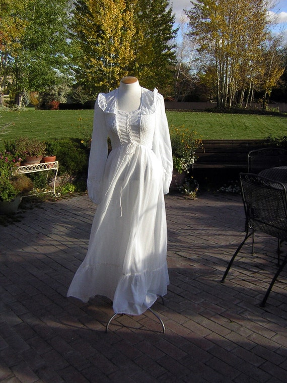 White Corset Maxi Dress Gown Vintage Summer Romance or Country Wedding 1970s - Size S XS