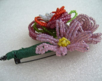 Tiny glass beeds flower brooch pin - Miriam Haskell style.