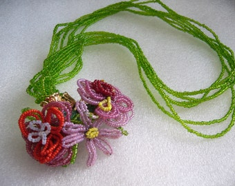 Vintage tiny glass beads flowers necklace