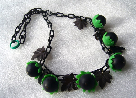 Vintage celluloid early plastic acorns necklace - bakelite style