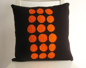 16x16 cushion - Orange dots on Black