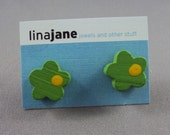 wooden flower studs- green