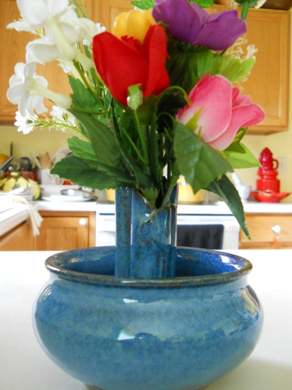 Round bud vase in ocean blue color