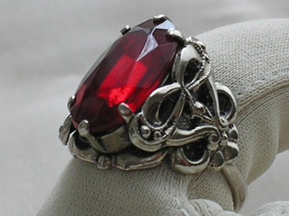 Vintage Art Deco Red Crystal and Silver Metal Ring