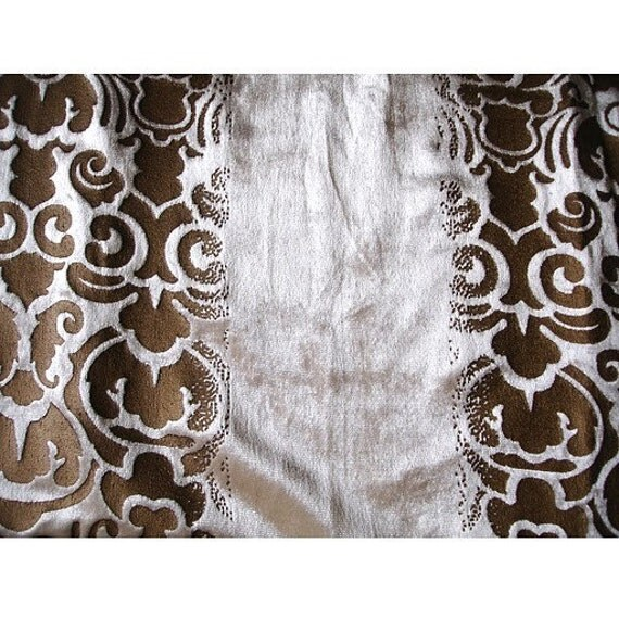 Damask Illusion Ivory Velvet Fabric With Gold Printing