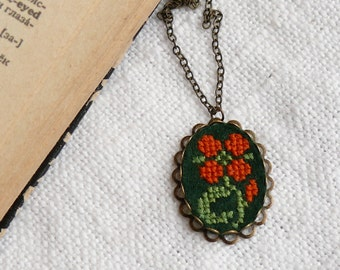 Cross stitch necklace Flower on dark green felt - n003