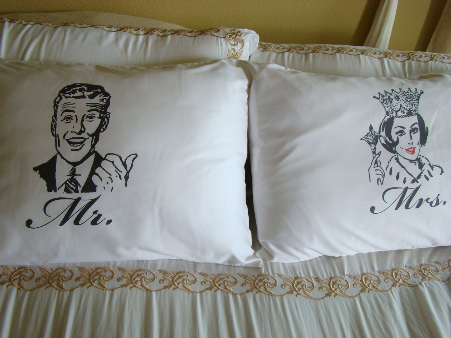 Mr And Mrs Pillowcase Set Retro Look Man And Queen Woman