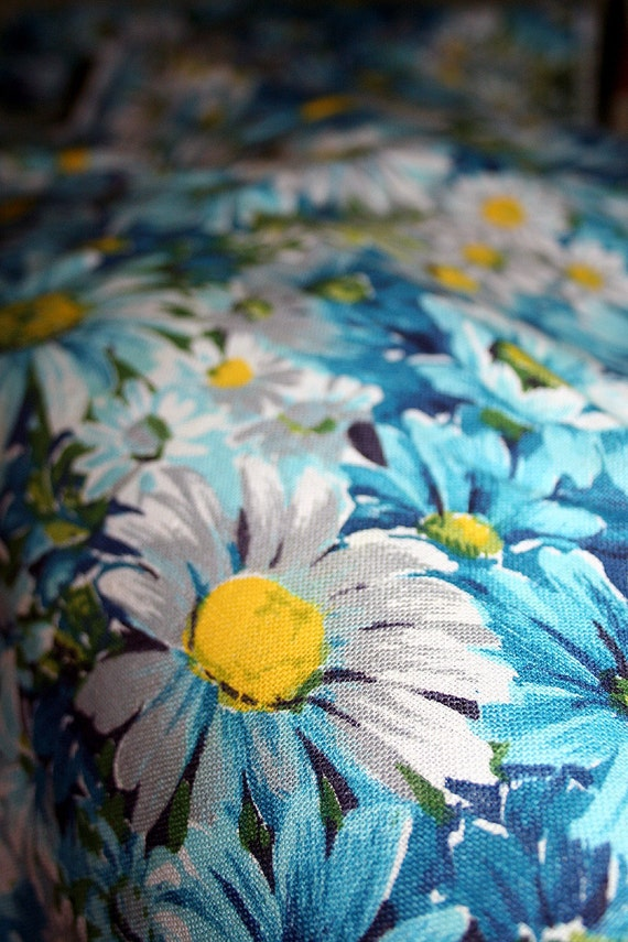 Vintage Daisy Fabric 60s 70s Beautiful Blues