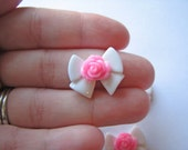 Cabochon fflower bow white pink resin