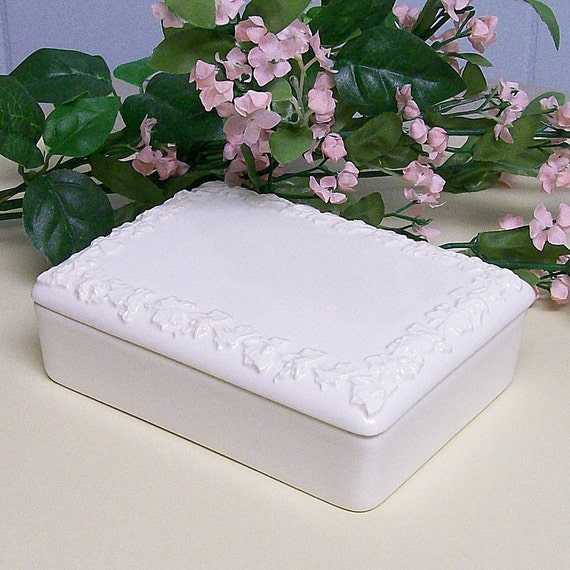 Vintage Trinket Box Wedgwood Ivory with Grapevine