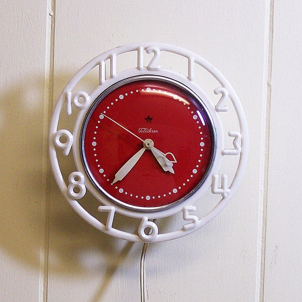Retro Electric Kitchen Wall Clocks: Vintage Wall Clock For Your Retro Red Kitchen