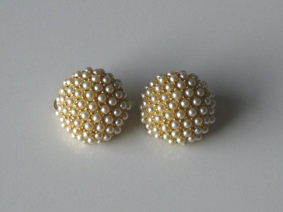 vintage earrings / 1960s jewelry / Pearl Cluster