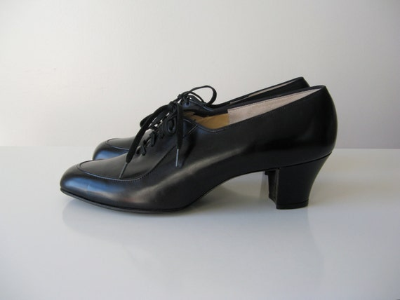 vintage 1940s shoes / 40s shoes / 1940s oxfords